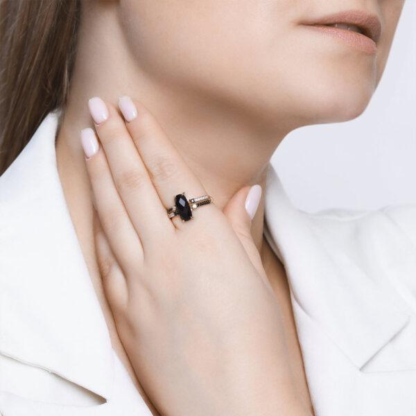 Кольцо из золота с чёрным агатом